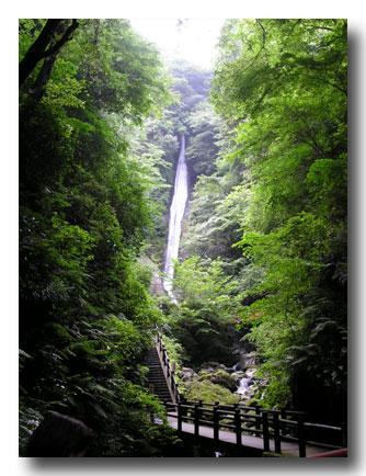 20050814_waterfall.jpg